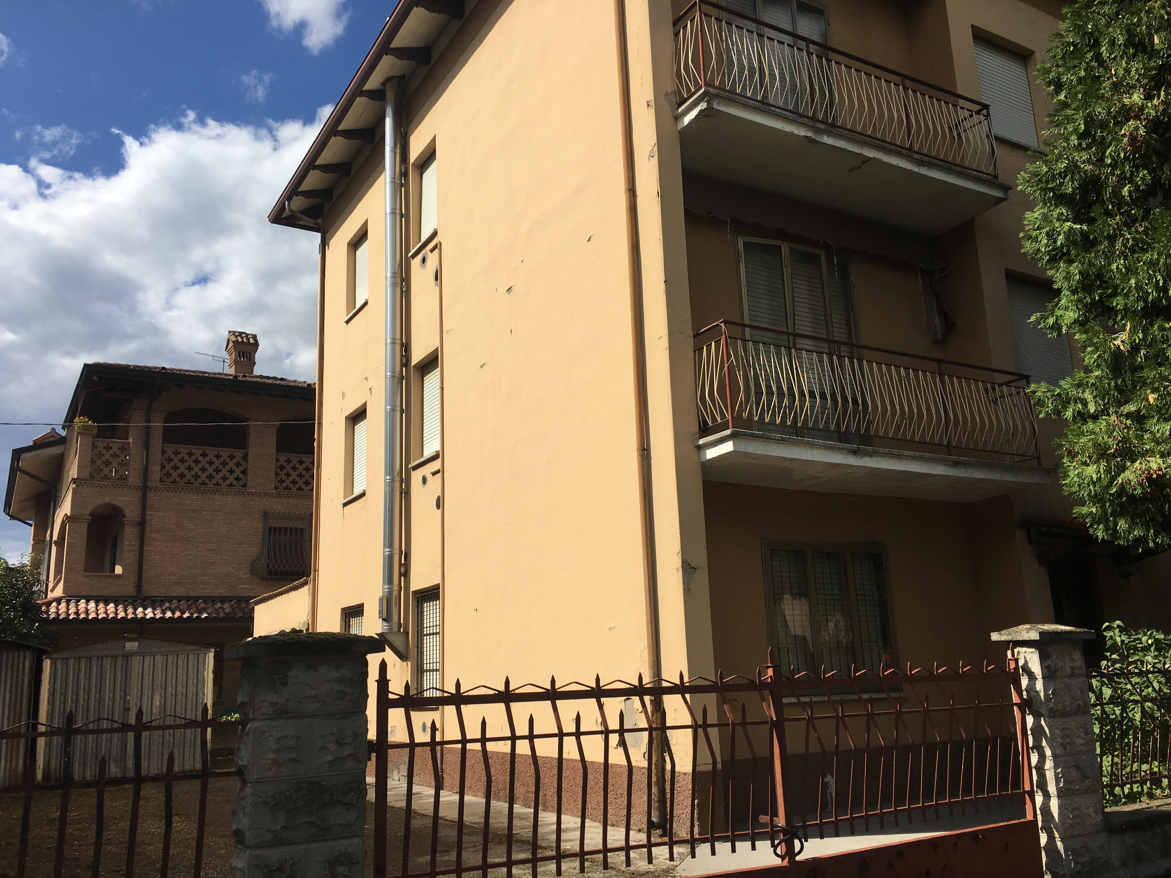 Ufficio Casa Immobiliare : Casa indipendente con 3 unita immobiliari a rubiera re algeri